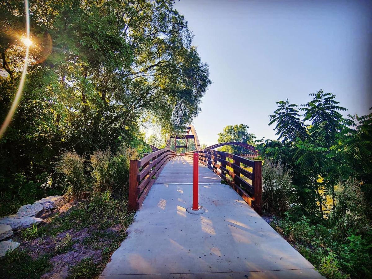 在米德兰的特里奇,一个30英里的佩尔-马奎特铁路小道的首站,阳光明媚