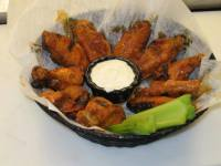 Wings at Wayne & Larrys