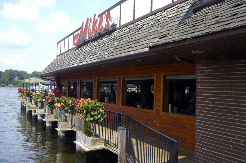 Mike's Restaurant & Crabhouse