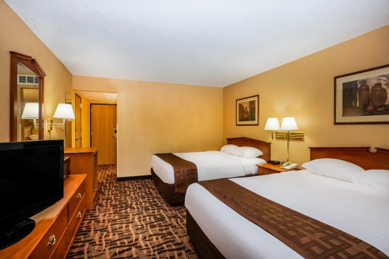 Super 8 Double Queen Room