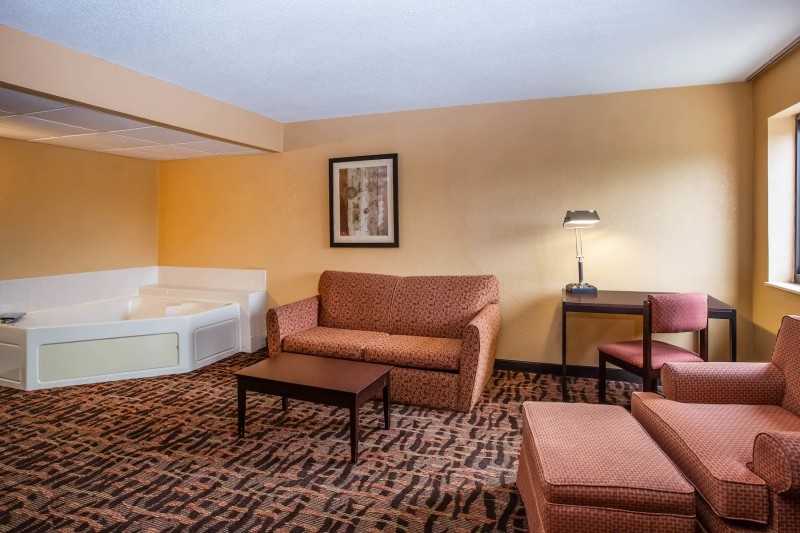 Super 8 King Suite Room