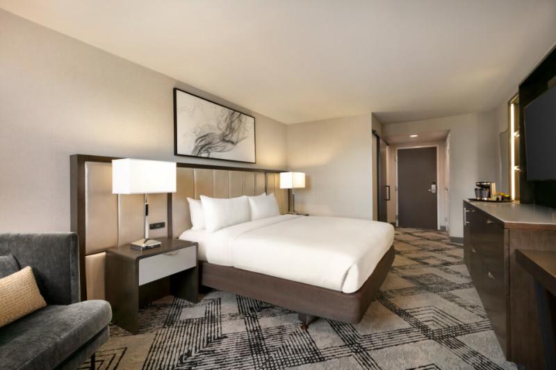 K Bed Guest Room