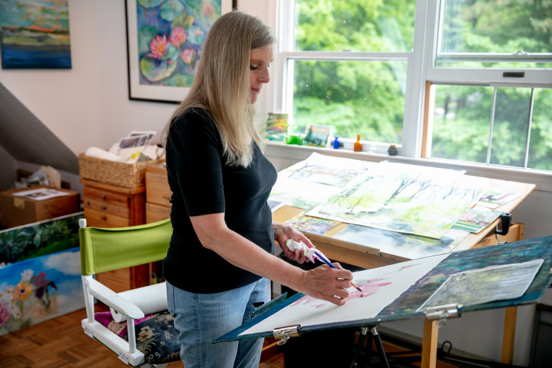 Artist Bunny Lundy at work