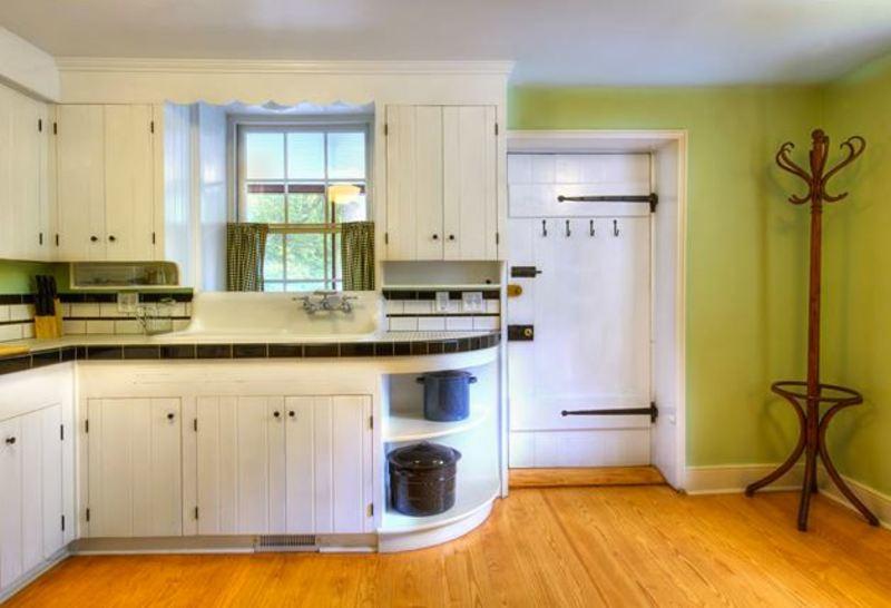 Lockhouse 10 - Kitchen