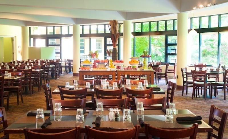 Osgood Restaurant with garden view