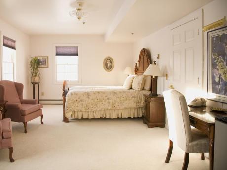 Colony Inn room