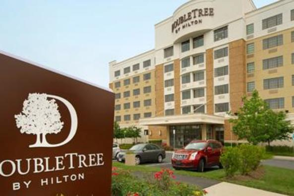 137293_4523_double tree sterling exterior.jpg