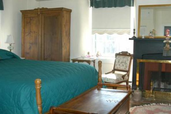 2237_4657_georges mill bedroom.jpg