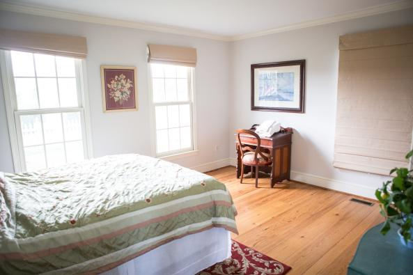 Cottage Main Floor Master