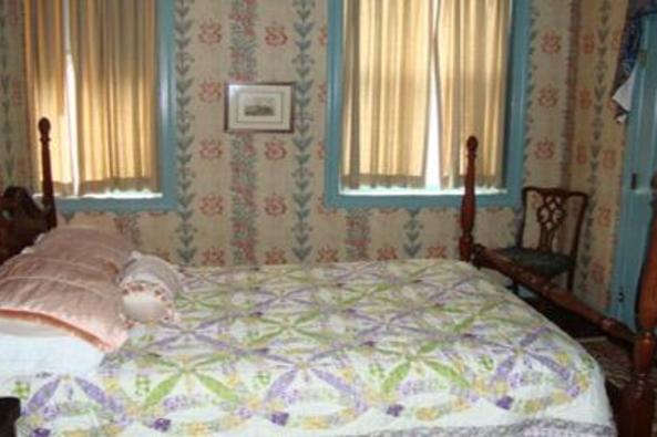 84_4747_Leesburg Colonial Bed 2.jpg