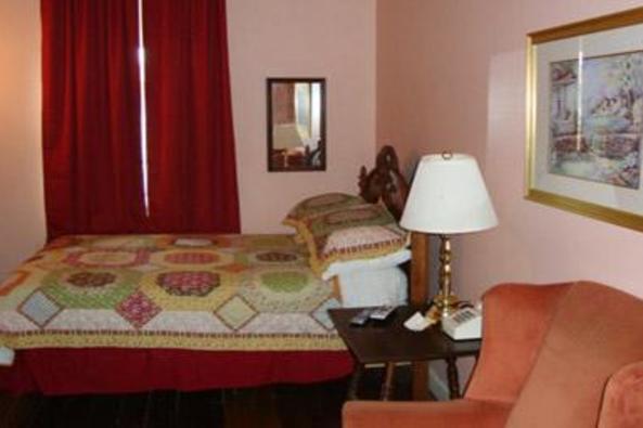 84_4749_Leesburg Colonial Bed.jpg