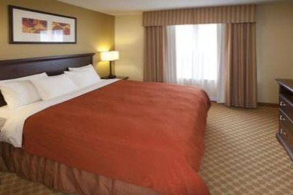 9248_4435_country inn suites king.jpg