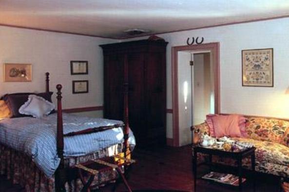 93_4744_Oakland Green Farm Bedroom 3.jpg