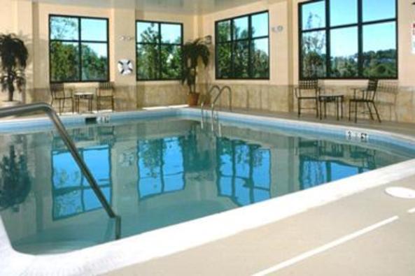 9471_4545_Comfort Suites Pool.jpg