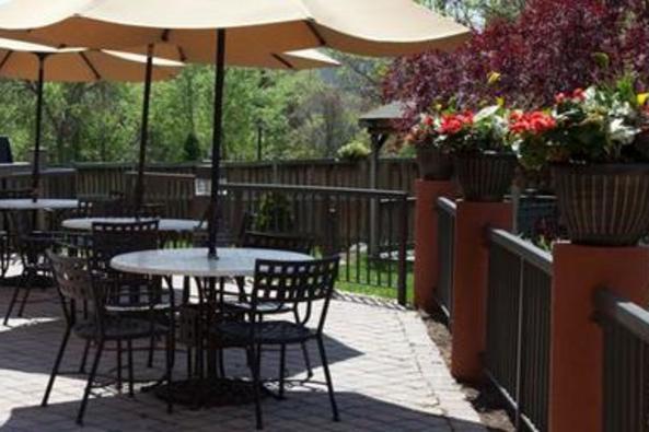 9471_4585_comfort suties patio.jpg