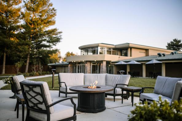 Outdoor Patio & Firepit