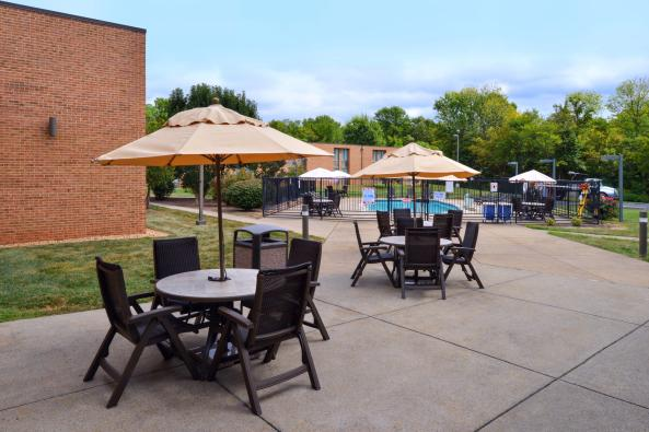 Best Western Leesburg - Patio by the Pool