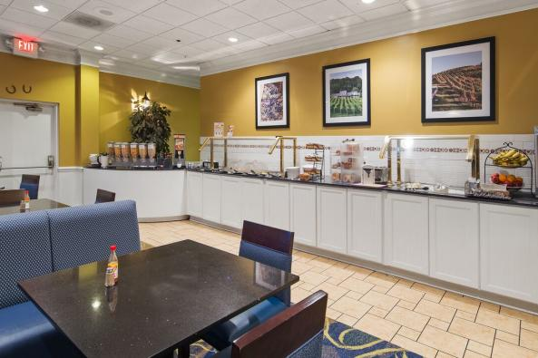 Best Western Leesburg  - Full Hot Breakfast Buffet