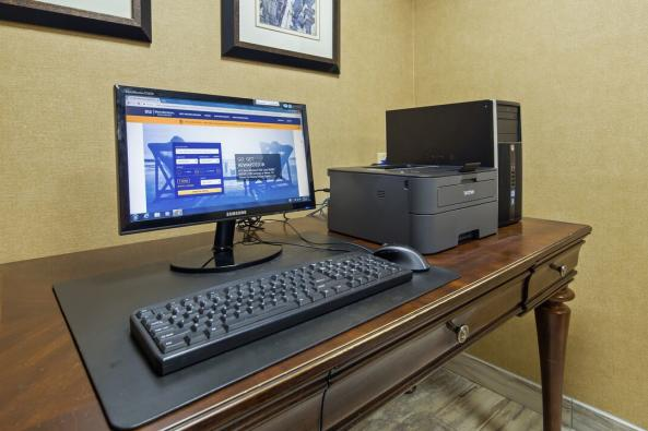 Best Western Leesburg - Business Center