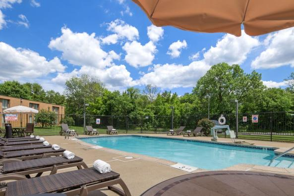 Best Western Leesburg - Private outdoor pool