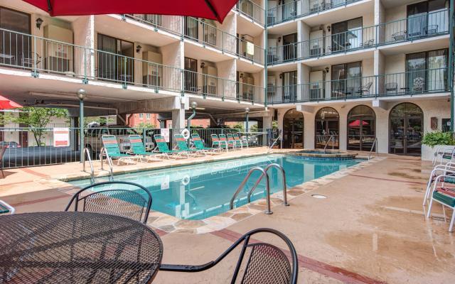 Outdoor-Pool2.jpg