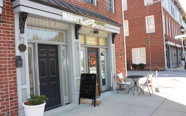 mannys-universal-cafe2.jpg