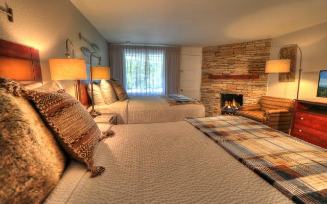 Deluxe Two Queen Bed Room