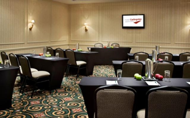 Hotel Carlingview Toronto Airport - Meeting Room with Natural Light