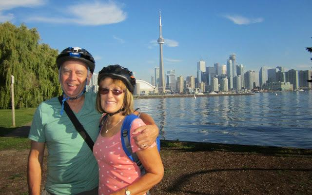 toronto-bicycle-tours-couple
