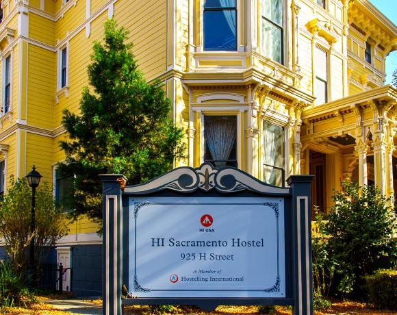 HI Sacramento Sign