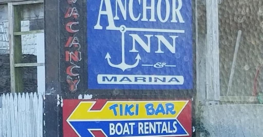 Anchor_Inn_&_Marina_Sign