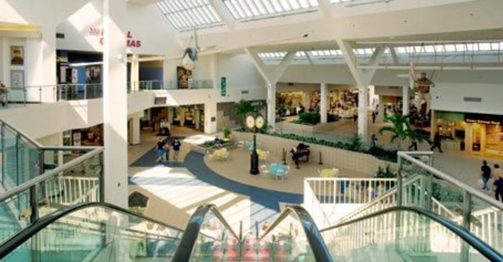 Arnot_Mall_Escalator