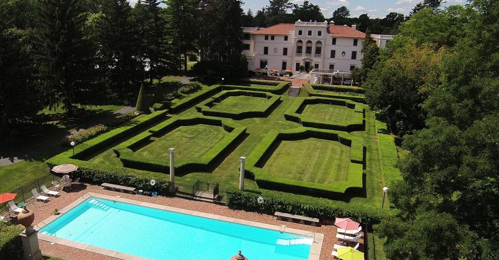 Geneva_on_the_Lake_Pool