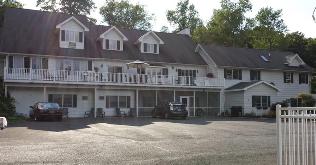 Longhouse Manor - Exterior