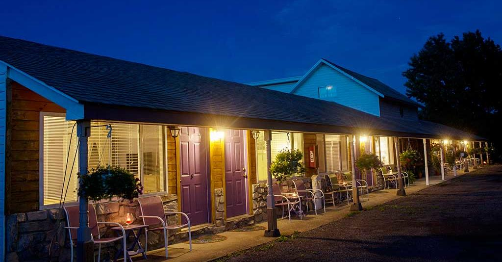 Savannah House Wine Country Inn & Cottages - Night