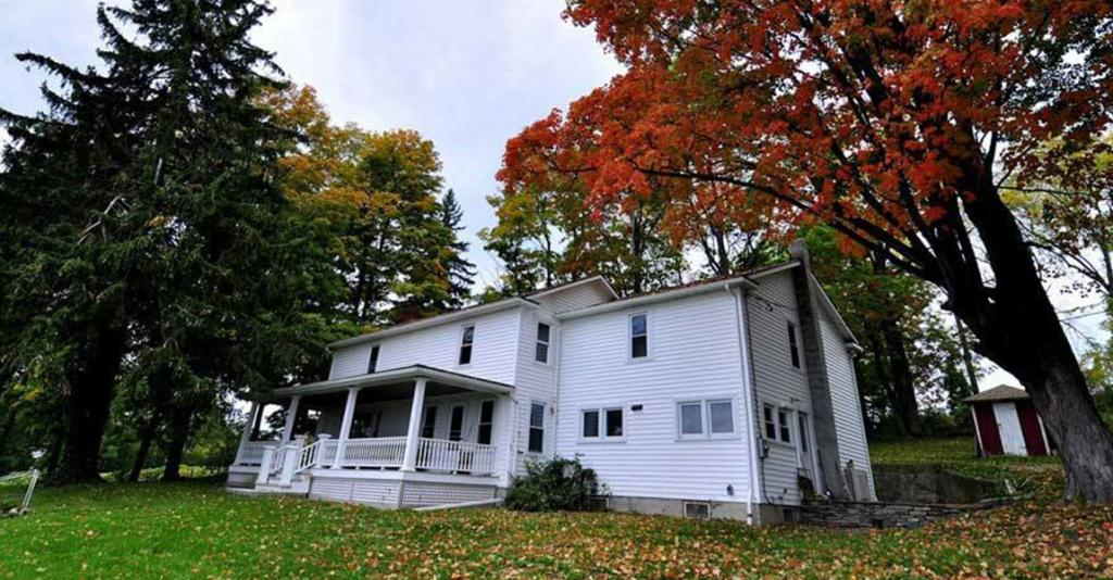The Farmhouse at Fulkerson Winery - House Exterior in Fall