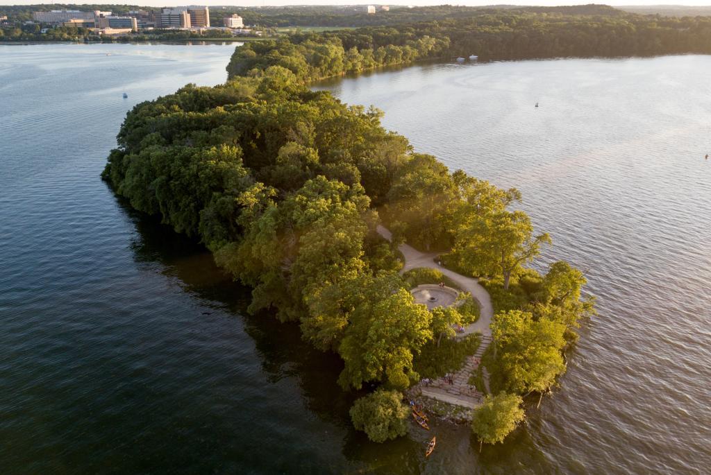 Picnic Point UW Lakeshore Nature Preserve