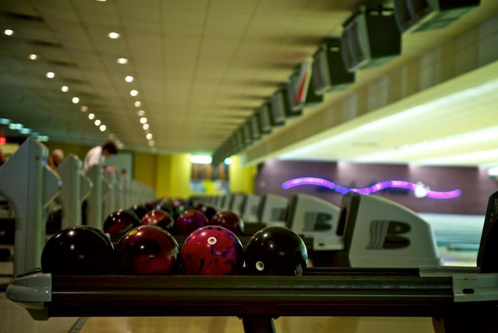 Bowling-DSC_0179_print-large