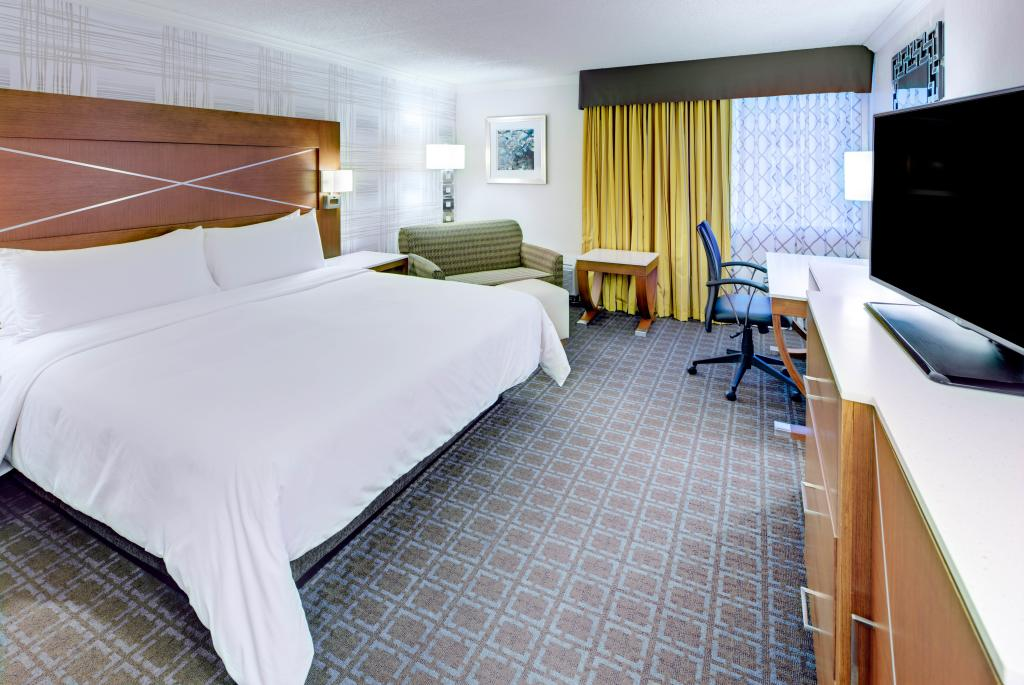 DoubleTree by Hilton Madison - Deluxe King Room