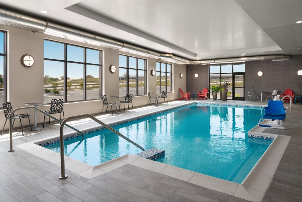 Home2 Suites Madison Central Alliant Energy Center Indoor Pool