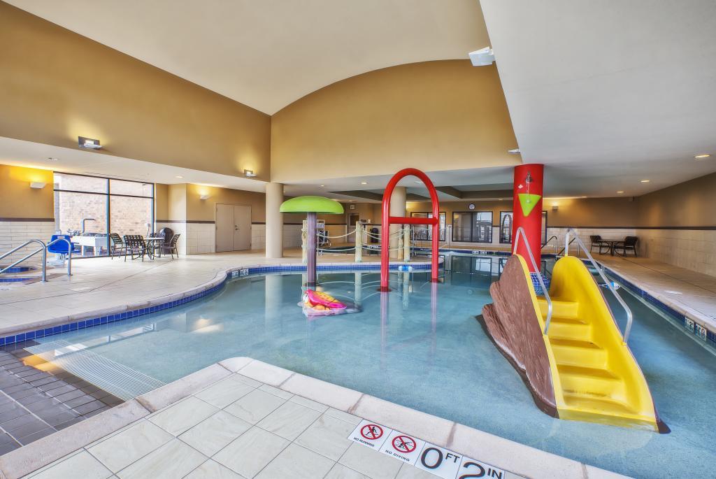 Hampton Inn & Suites Madison West Pool