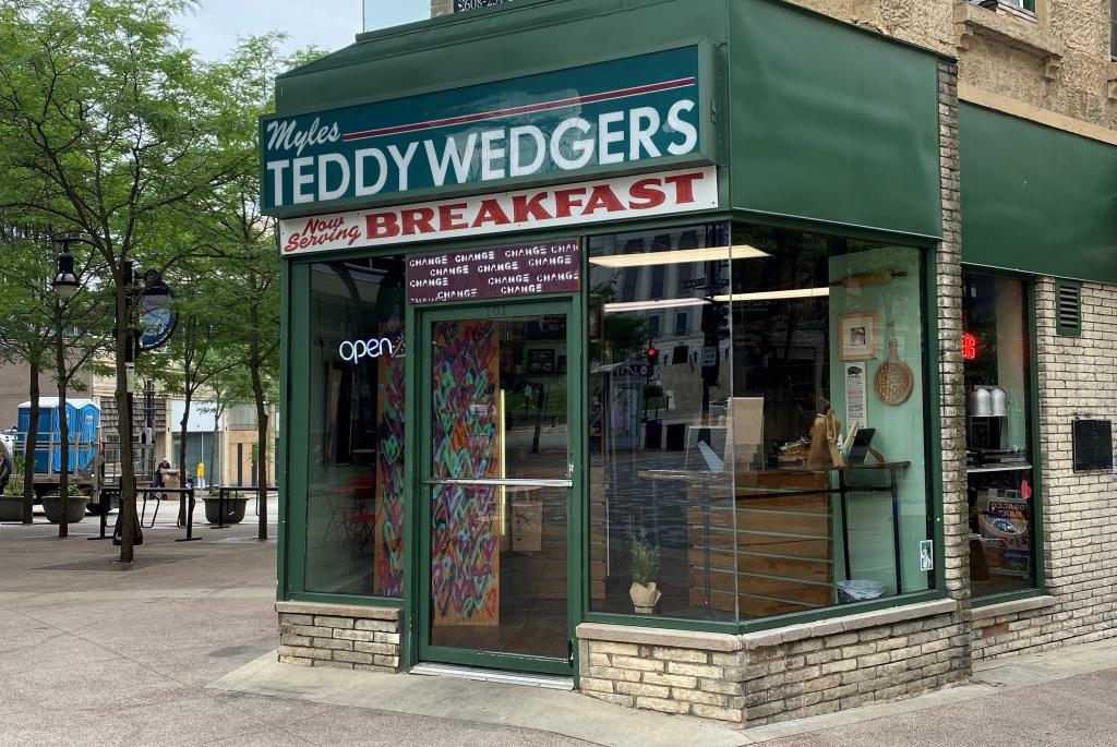 Teddywedgers-Exterior