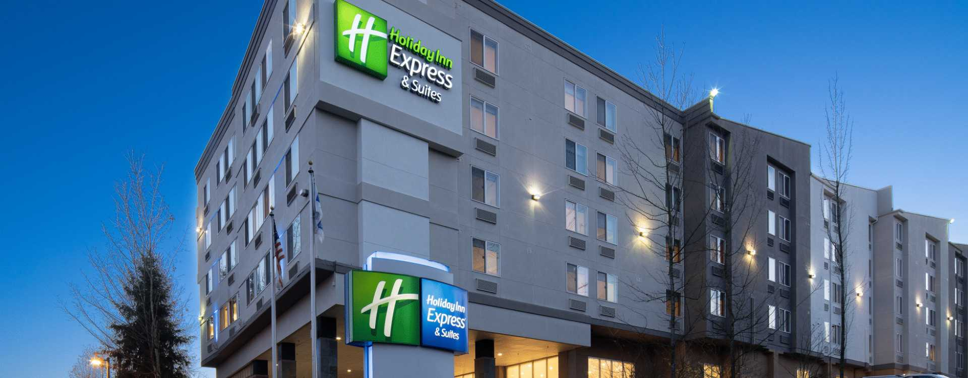 Exterior view of Holiday Inn Express & Suites in SeaTac