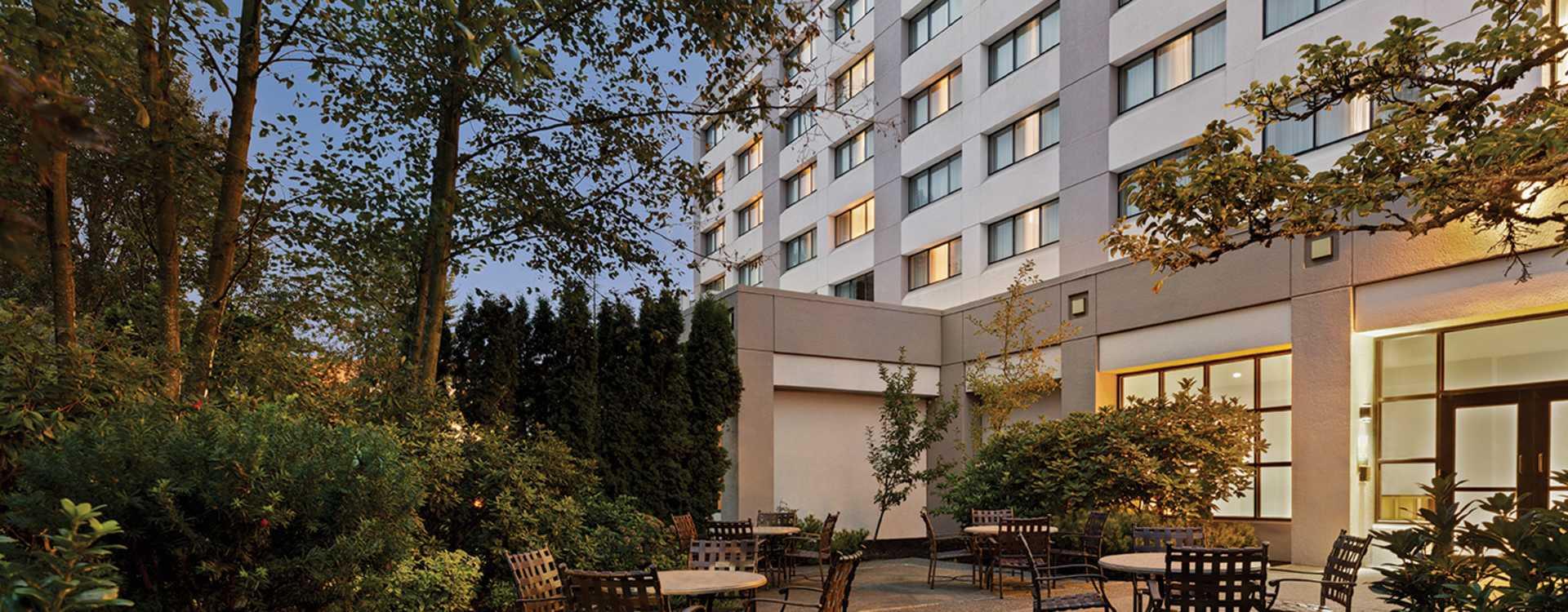 Radisson Hotel Seattle Airport Outdoor Garden Patio