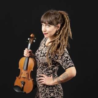Emerald Rae :: Fiddler & Folksinger