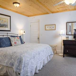 Weekday Specials at Oakland Cottage B&B - Spring in the Mountains!