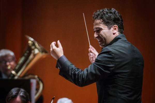 Andrés Conducts Mahler 7