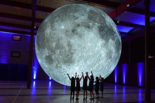 """""""Moon"""" de Luke Jerram"""
