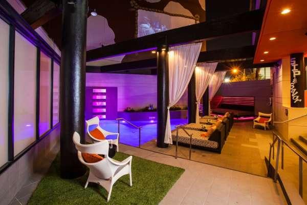 Hotel Derek's SPLASH Pool and Movie Wall
