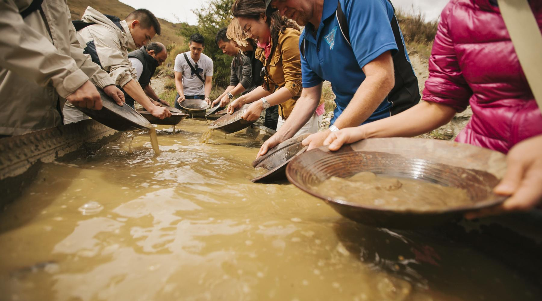 Gold Panning Skippers goldrush credit HQ New Zealand